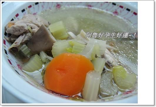 IMG_1108芹菜杏包菇雞湯