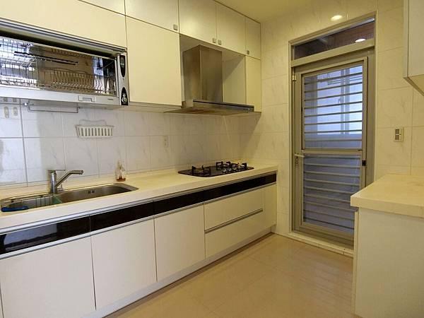 2廚房 (1).JPG