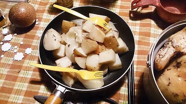 陀螺的荷蘭鍋悶馬鈴薯、洋蔥