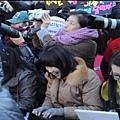 21112011-大陣仗的媒體與粉絲群們.mp4_000008675.jpg