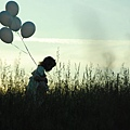 girl_with_balloons_2-wallpaper-1600x900
