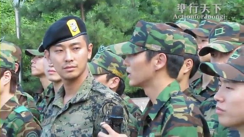 100909Lee_JoonGi_Talking_in_Memorial_Park_Sailing_for_Life.flv_000023280.jpg