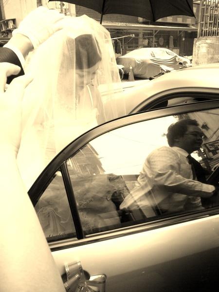 新娘要上車了