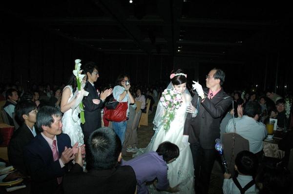 新郎新娘進場