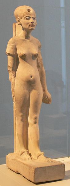 Nefertiti_Standing-striding_Berlin.jpg
