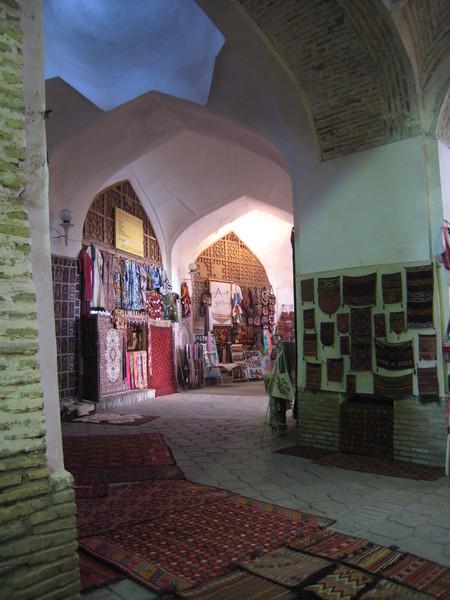 Bukhara (布哈拉) Toqi Telpak-Furushon(帽市) 紡織類商品