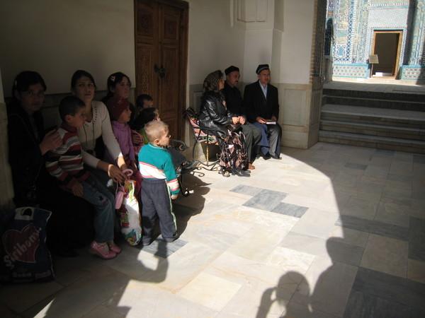 Samarkand (撒爾馬罕) Shahi Zinda People listening to Ahon's prayer before entering the Mausoleum of