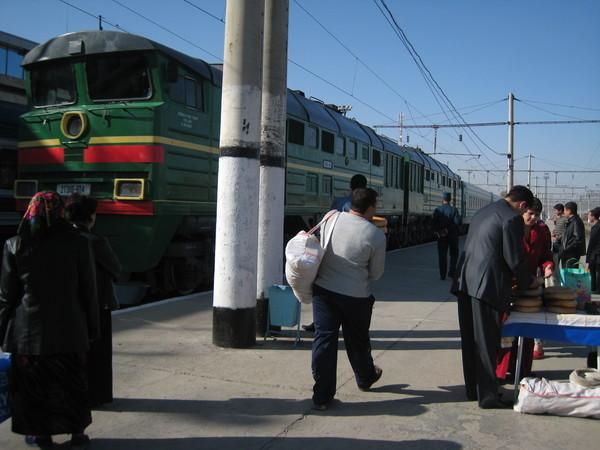 Samarkand (撒爾馬罕) Train station platform 火車站月台