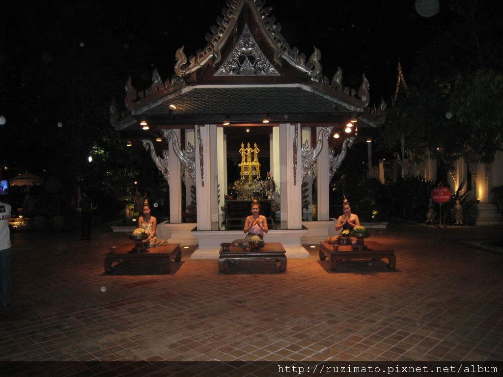 Khum Khantoke Entrance