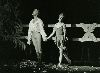 Sibley and Dowell in Manon curtain call in 1988