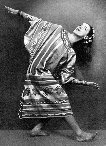 Martha Graham in Sacre style custume