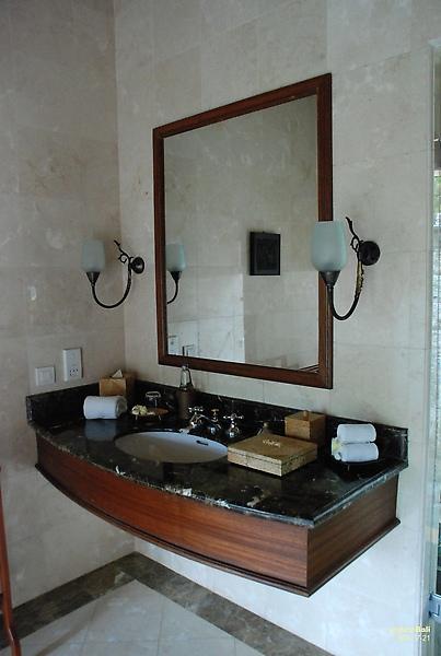 Bali Ubud Puri Wulandari washroom area