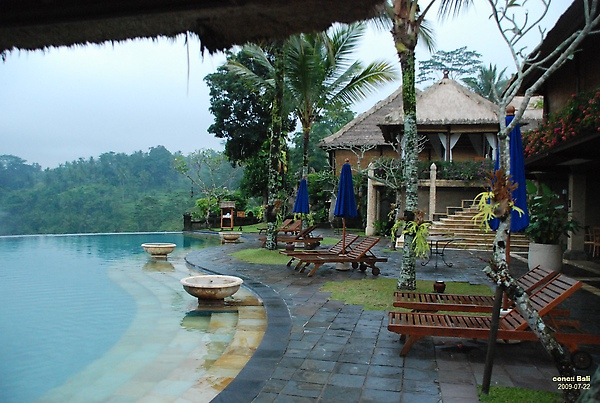 Bali Ubud Puri Wulandari resting area near grand swimming pool