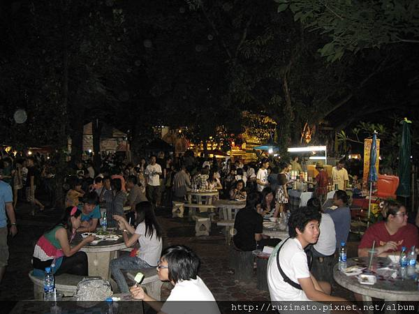 """""""Food court"""" in Chiang Mai Sunday Street Market"""