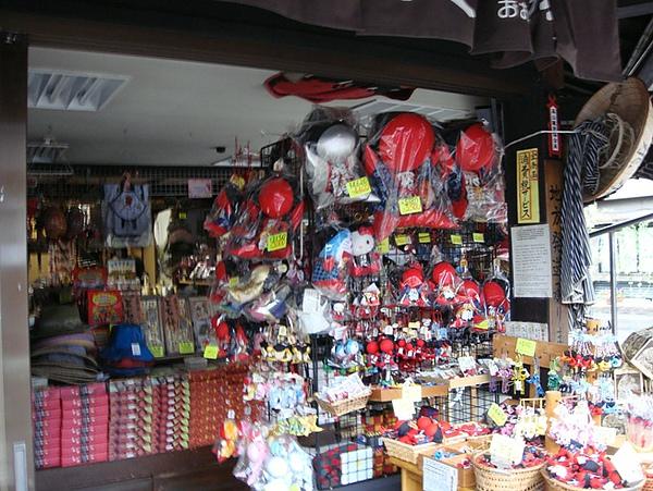 0806100-買飛驒娃娃的店.JPG
