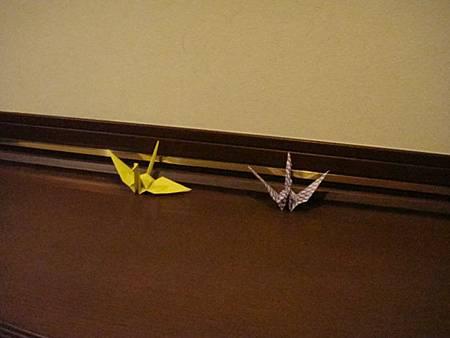 0708167-房間玄關桌上的紙鶴
