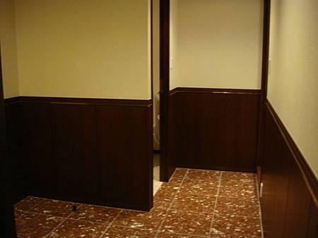 0708173-玄關(左邊廁所右邊浴室)