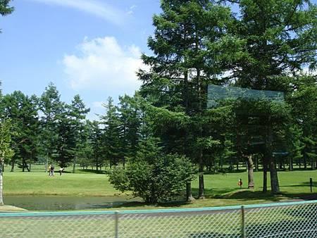 0709152-輕井澤路邊就有高爾夫球場