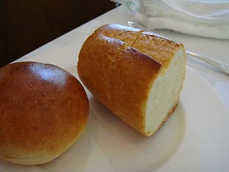 0709135-麵包
