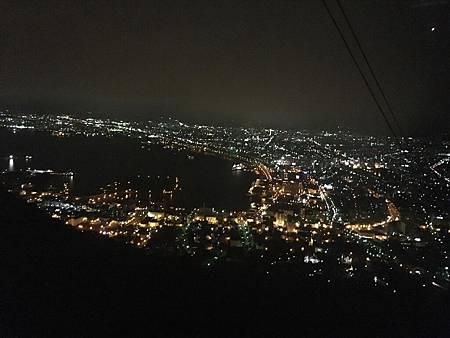 0710271-纜車上的夜景by Y.JPG