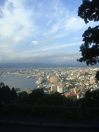 0710071-函館山登山巴士窗景.JPG