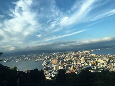 0710077-函館山登山巴士窗景by Y.JPG