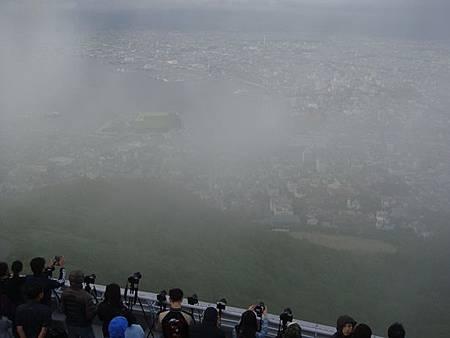 0710131-函館山上不時有霧飄來.JPG