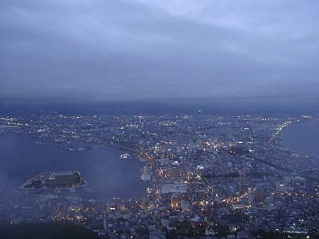 0710147-華燈初上的函館.JPG