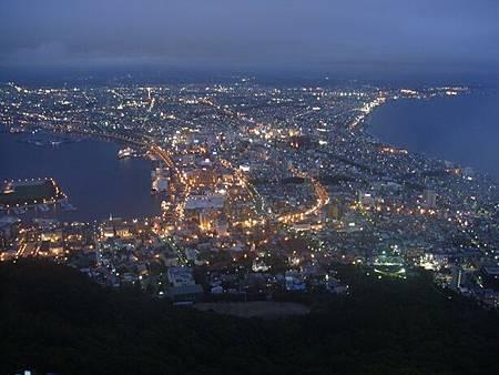 0710162-華燈初上的函館.JPG