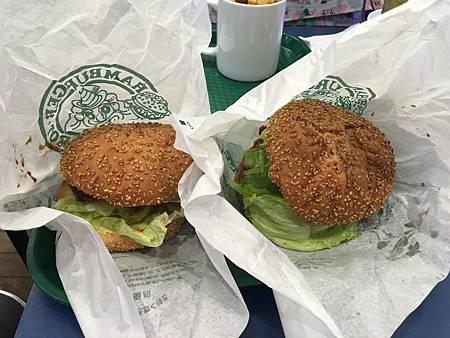 0710062-中華炸雞漢堡跟土方歲三漢堡.JPG
