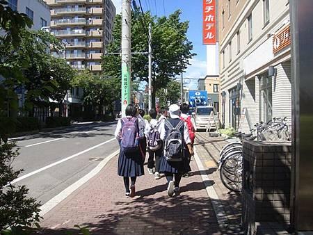 0711222-跟著修學旅行的學生往五稜郭塔.JPG