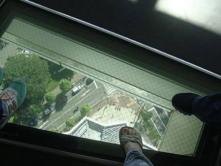 0711260-腳下的透明玻璃.JPG