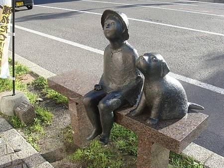 0711383-五稜郭路邊的雕像.JPG