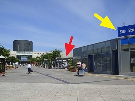 0712016-JR函館站跟公車站.JPG