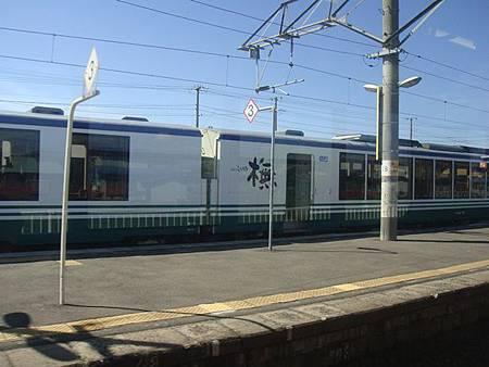 0712160-巧遇五能線觀光列車.JPG