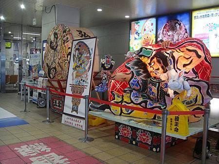 0712166-弘前車站的睡魔祭模型.JPG