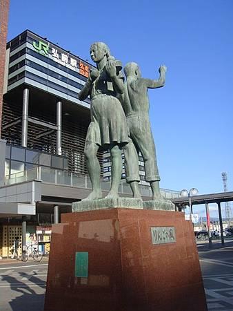 0712203-蘋果之風雕像.JPG