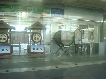 0713035-秋田內陸線和JR的交會站鷹巢站.JPG