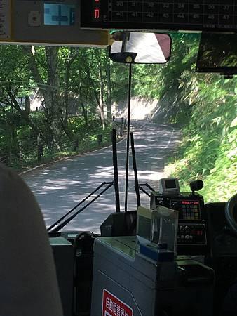 0713119-往奧十二湖的公車上by Y.JPG