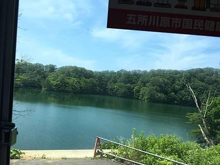 0713121-從公車上拍王池by Y.JPG