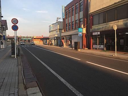 0713383-JR五所川原站前的馬路.JPG