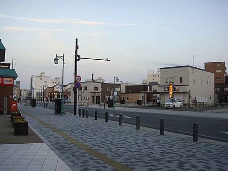 0713459-立佞武多館前的街道.JPG