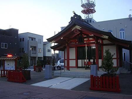 0713477-市場食堂旁的稻荷神社.JPG