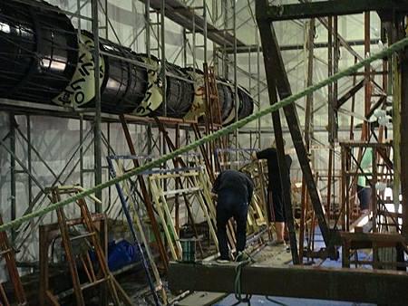 0713492-回到弘前看到有人在製作睡魔祭的燈籠.JPG