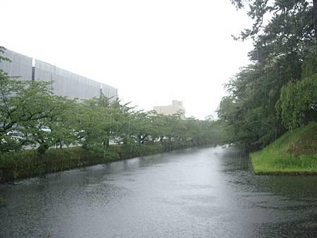 0714026-下大雨的弘前公園.JPG