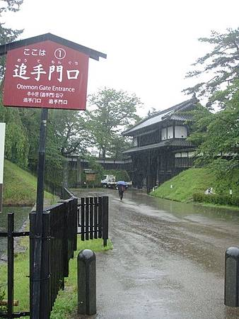 0714027-下大雨的弘前公園.JPG