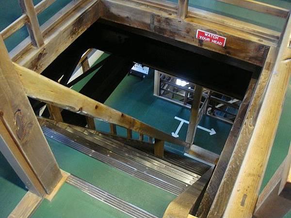 0714117-超陡的樓梯.JPG