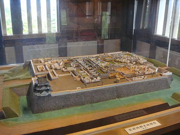 0714115-三樓有弘前城復刻模型.JPG