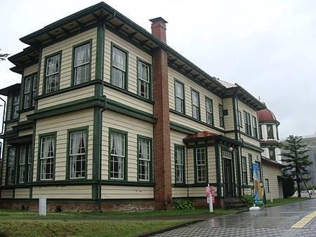 0714274-現在是咖啡館的舊東奧義塾外人教師館.JPG