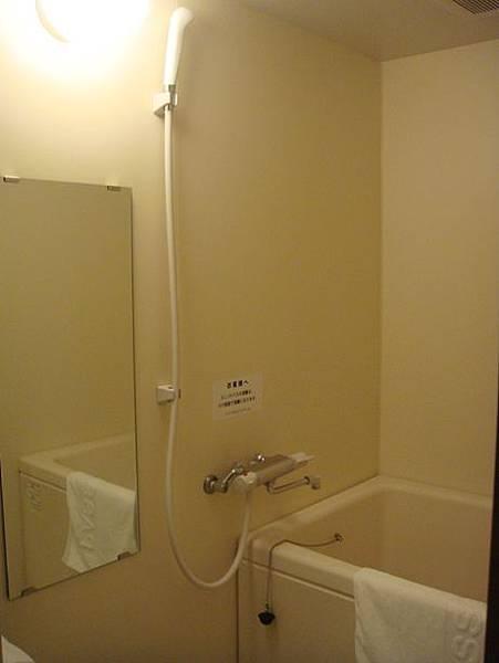 0714399-浴室有另外的門隔開廁所.JPG